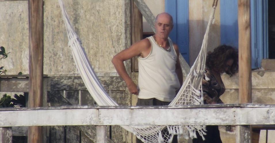 """Eliane Giardini E Marcos Caruso gravaram cenas de """"Avenida Brasil"""" em Cabo Frio, região dos Lagos do Rio (15/8/12). Na trama, Tessália (Débora Nascimento) e Adauto (Juliano Cazarré) vão atrás de Leleco (Caruso) e Muricy (Giardini"""