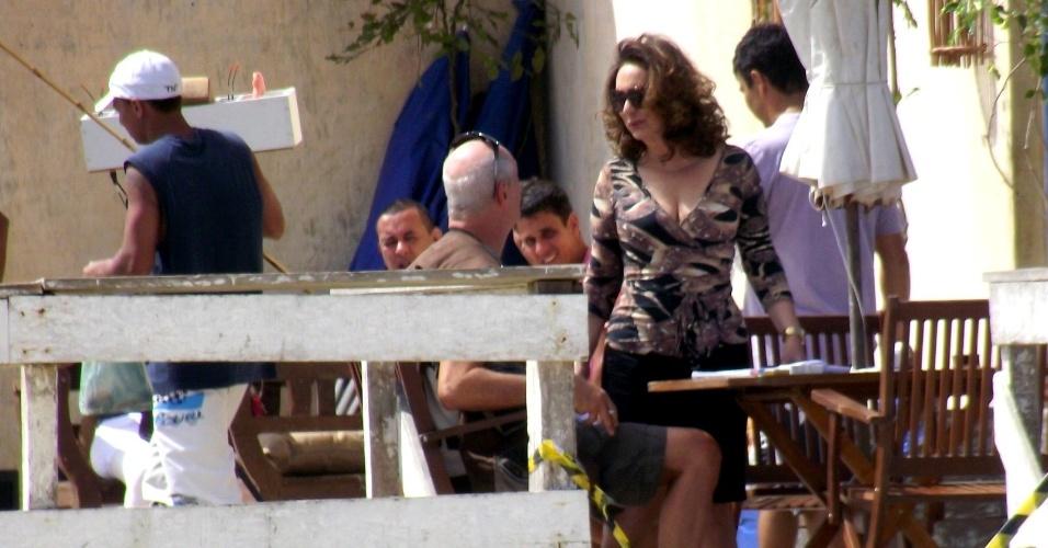 """Eliane Giardini gravou cenas de """"Avenida Brasil"""" em Cabo Frio, região dos Lagos do Rio (15/8/12). Na trama, Tessália (Débora Nascimento) e Adauto (Juliano Cazarré) vão atrás de Leleco (Marcos Caruso) e Muricy (Giardini)"""