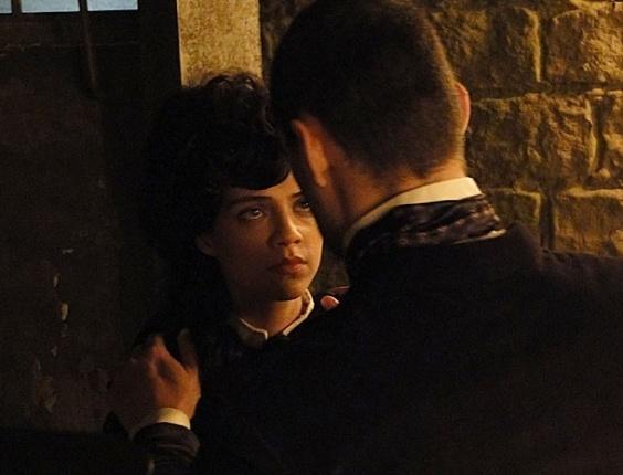 """Em """"Amor Eterno Amor"""", em regressão, Miriam se vê no mesmo farol onde Rodrigo levou um golpe de espada de Fernando (15/8/12)"""