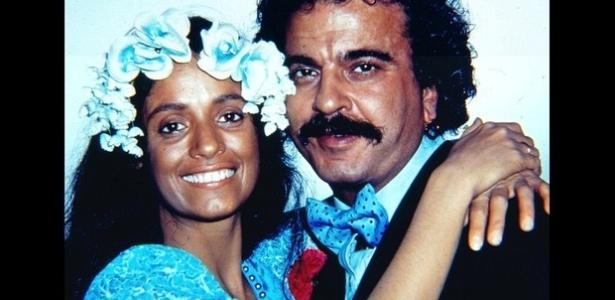 Gabriela (Sônia Braga) e Nacib (Armando Bógus) em cena da primeira versão de
