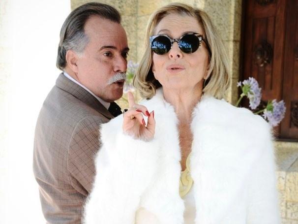 Tony Ramos e Irene Ravache em cena da nova novela das sete