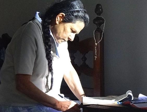 """Em """"Amor Eterno Amor"""", Angélica decide e escreve carta contando toda a verdade para Rodrigo (18/8/12)"""