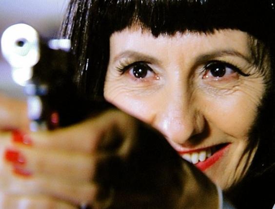 """Em """"Amor Eterno Amor"""", Melissa puxa o gatilho do revólver e faz Dimas suplicar pela vida (17/8/12)"""