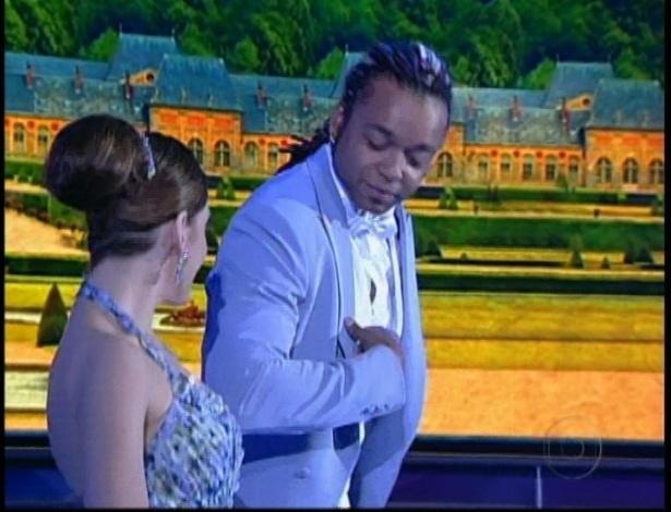 Bárbara Paz e Maurício Wetzel se apresentam na noite de valsa da