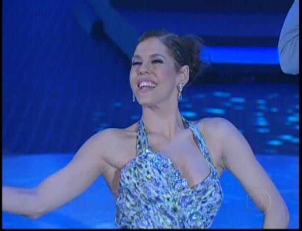 Bárbara Paz finaliza apresentação na noite de valsa da