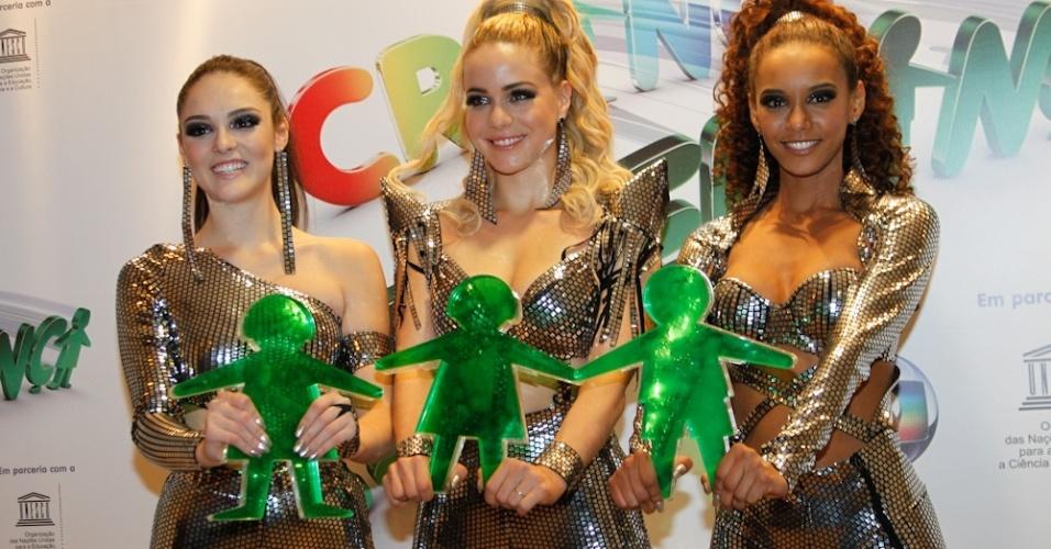 """Isabelle Drummond , Leandra Leal e Taís Araújo participaram como as """"Empreguetes"""" (18/8/12)"""