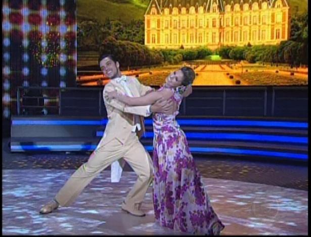 Rodrigo Simas e Raquel Guarini se apresentam na noite de valsa da