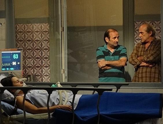 """Em """"Amor Eterno Amor"""", Laudelino encontra Angélica ferida e corre para o hospital"""