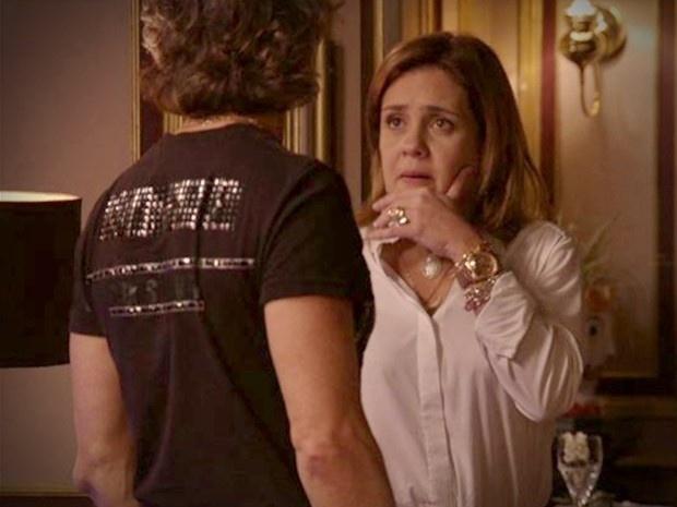 """Em """"Avenida Brasil"""", Carminha propõe parceria a Max e ele fica balançado (20/8/12)"""