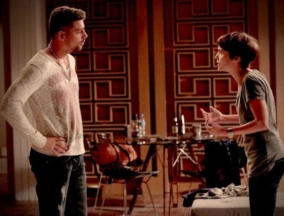 """Em """"Avenida Brasil"""", Nina conta para Jorginho que Max e Carminha armaram sequestro (20/8/12)"""