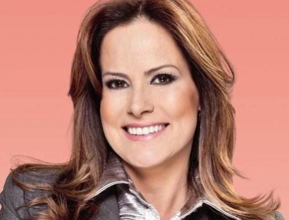 A apresentadora Renata Ceribelli tratou os cabelos com um cabeleireiro particular