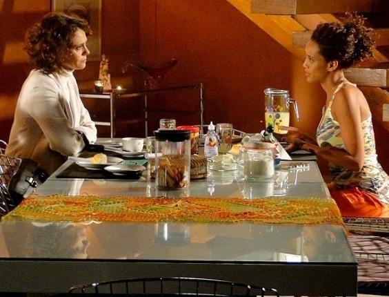 """Em """"Cheias de Charme"""", Lygia procura Penha e faz as pazes com a amiga"""
