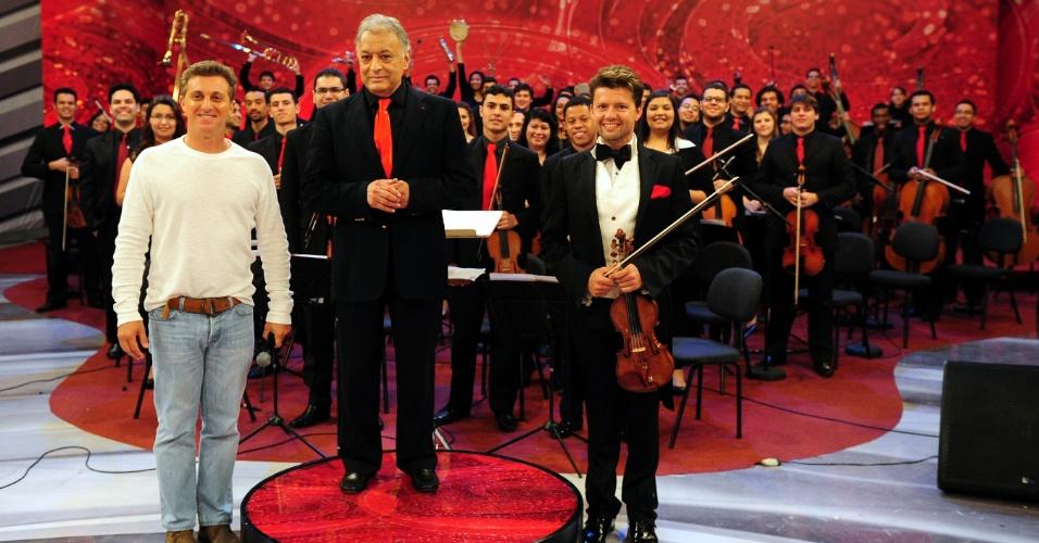 Luciano Huck, o maestro Zubin Mehta e o violisnista Julian Rachlin (21/8/12)