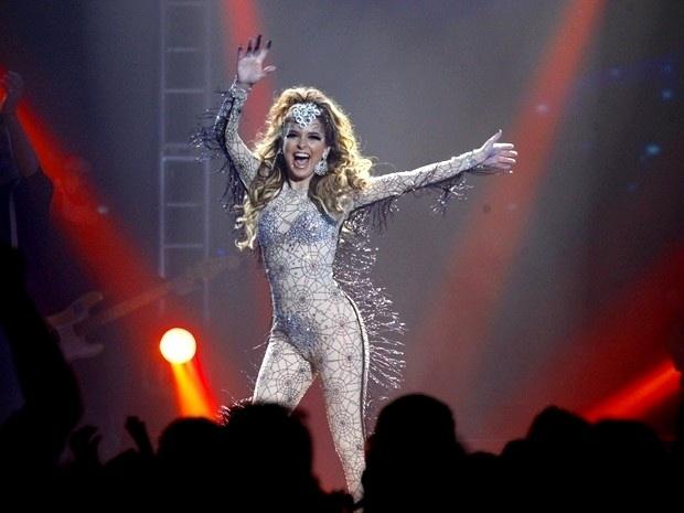 """Em """"Cheias de Charme"""", depois de prejudicar as Empreguetes, Chayene estende seu show no festival (24/8/12)"""