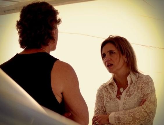 """Em """"Avenida Brasil"""", Carminha conta a Max que Nina o banca com o dinheiro do sequestro (25/8/12)"""