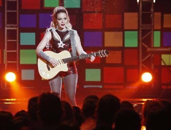"""Em """"Cheias de Charme"""", Rosário é vaiada ao se apresentar no festival sem Cida e Penha (25/8/12)"""
