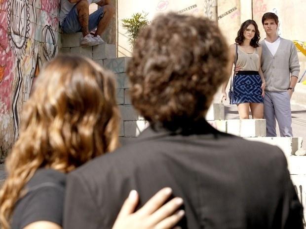 """Em """"Cheias de Charme"""", Stela e Elano encontram Cida e Conrado e rola um clima chato (27/8/12)"""