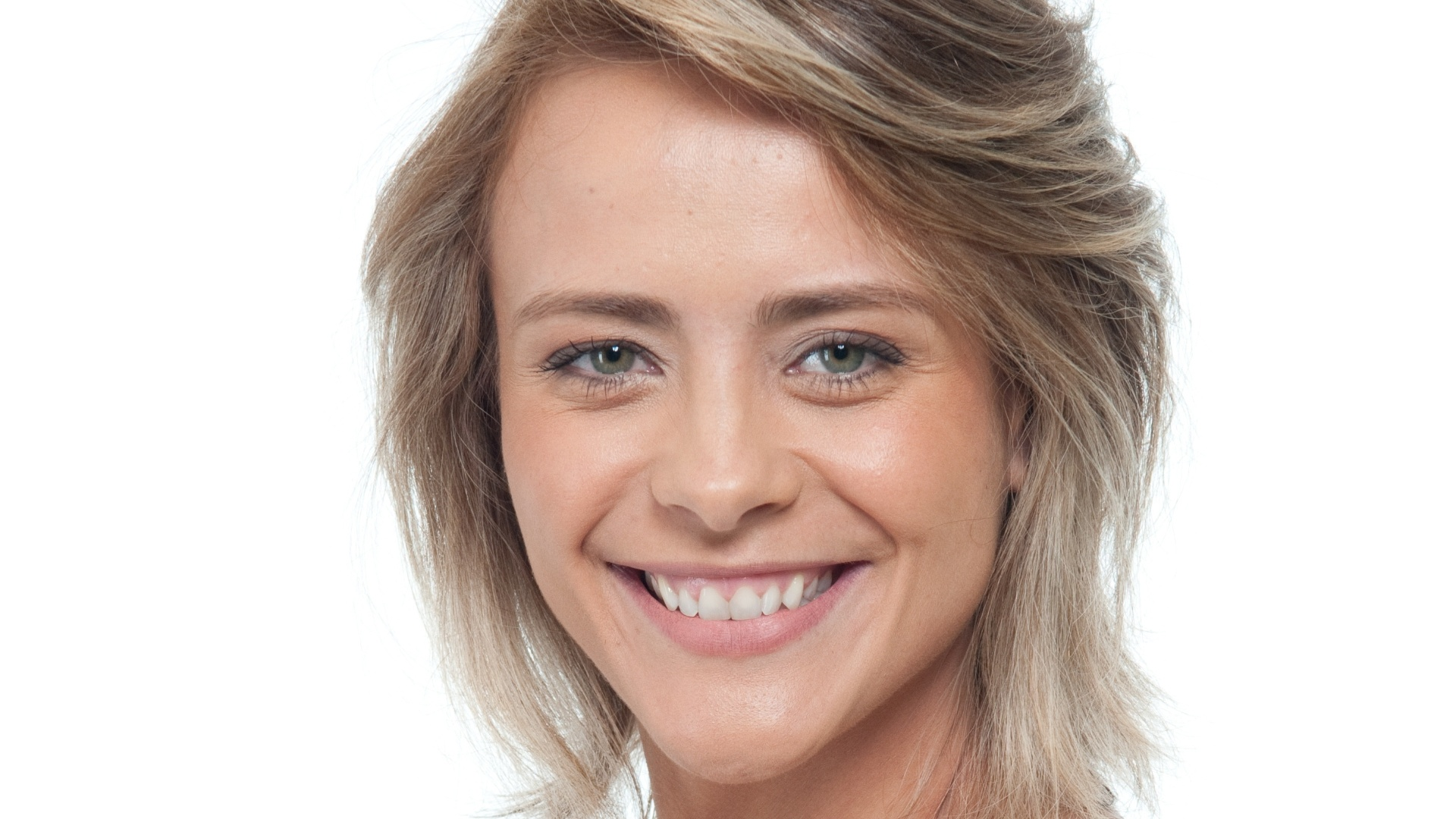 A atriz Juliana Silveira mudou o visual para