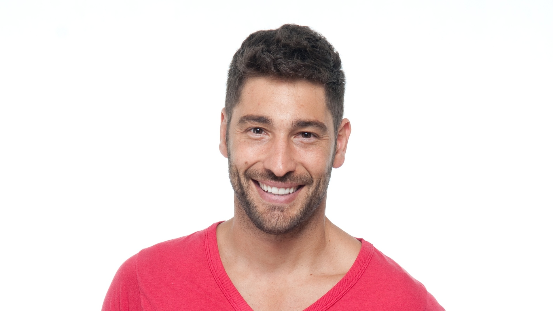 O ator Victor Pecoraro mudou o visual para