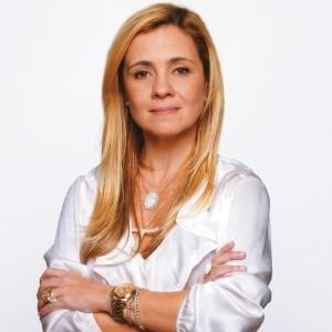 Atriz Adriana Esteves como a Carminha de