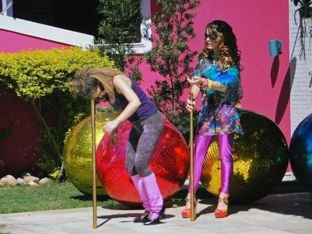 """Em """"Cheias de Charme"""", Chayenne tenta fazer com que Socorro desista de formar dupla consigo (30/8/12)"""