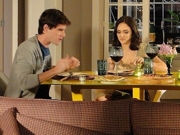 """Em """"Cheias de Charme"""", Conrado pede para morar com Cida (3/9/12)"""