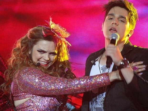"Em ""Cheias de Charme"", Socorro se vinga de Chayene e se apresenta ao lado de Luan Santana (5/9/12)"