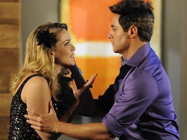 """Em """"Cheias de Charme"""", falso Fabian diz para Rosário que é gay (10/9/12)"""