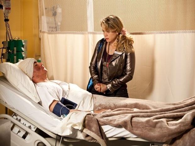 """Em """"Cheias de Charme"""", Rosário descobre que o falso Inácio está em coma e se desespera (11/9/12)"""