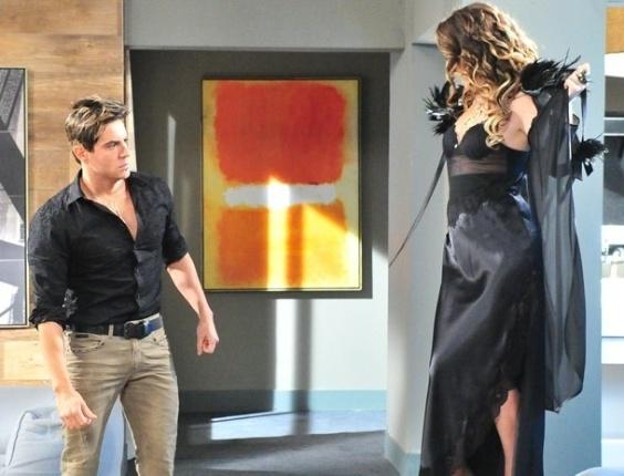 """Em """"Cheias de Charme"""", Chayene invade quarto de Inácio/Fabian e leva fora"""