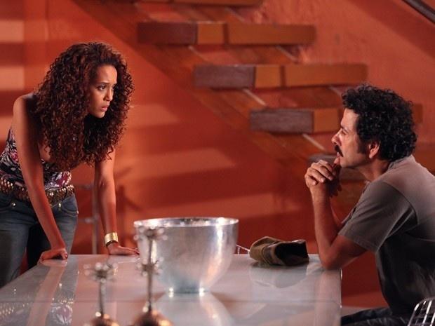 """Em """"Cheias de Charme"""", Penha diz para Sandro que a relação deles acabou e que ficará com Gilson (12/9/12)"""