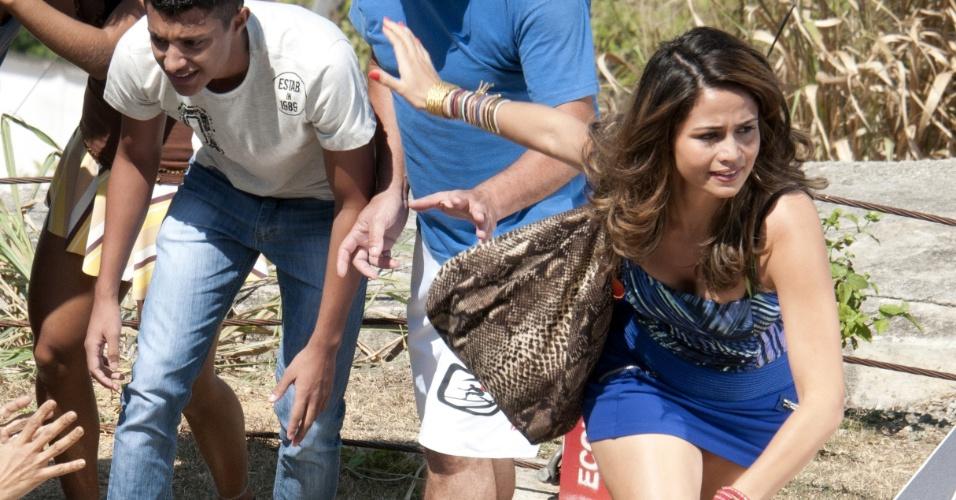 """Nanda Costa grava cena de """"Salve Jorge"""" no morro do alemão, no Rio de Janeiro (12/9/12)"""
