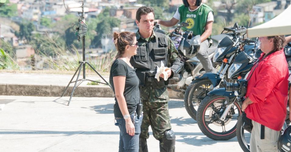 """Rodrigo Lombardi grava """"Salve Jorge"""" no Morro do Alemão, no Rio de Janeiro (12/9/12)"""