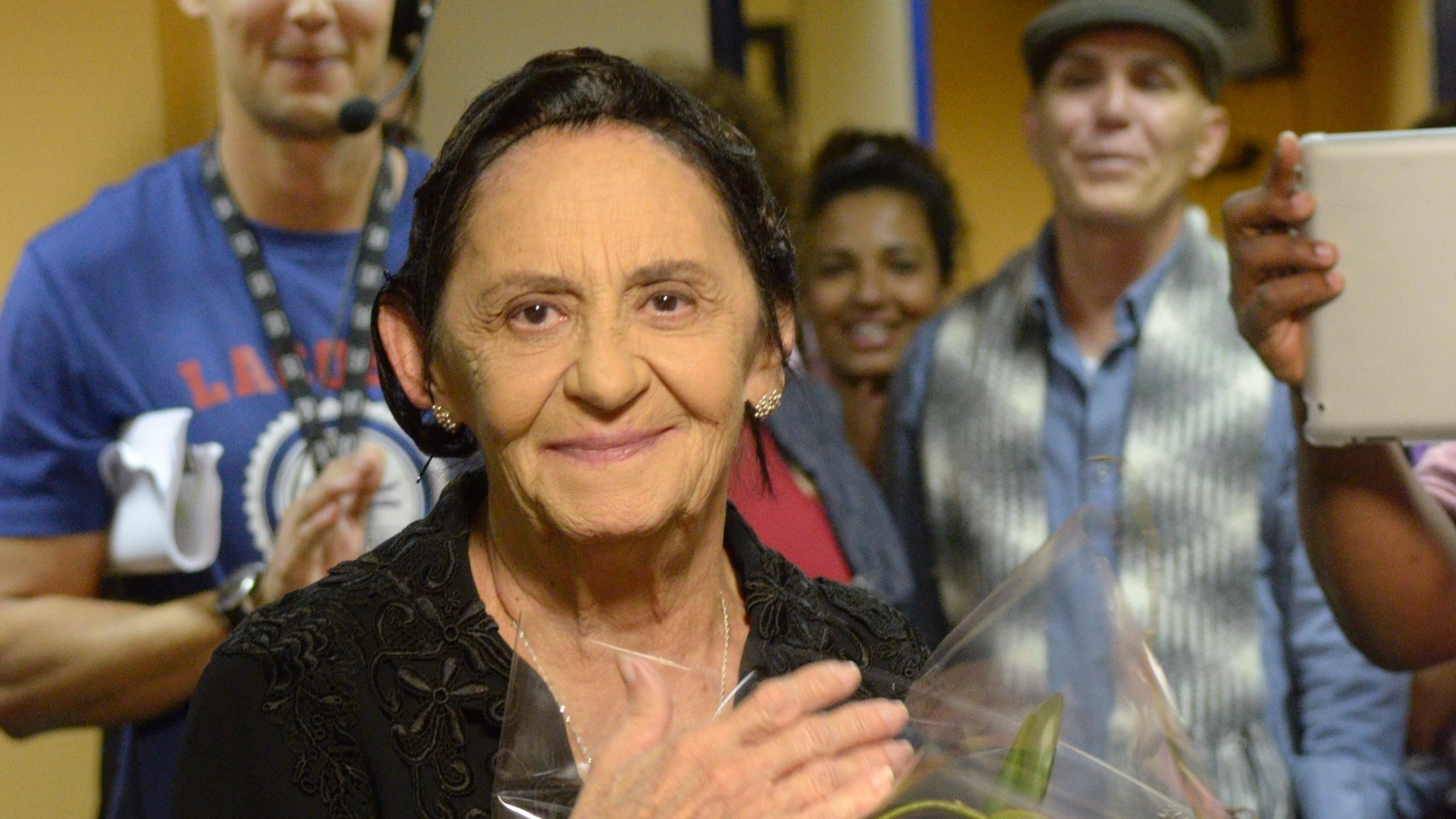 Laura Cardoso faz 85 anos e recebe homenagem da produo de 