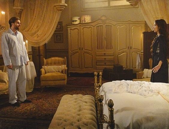 Recém-casados, Edgar (Thiago Fragoso) e Laura (Marjorie Estiano) conversam pouco à vontade e o rapaz decide dormir no quarto de hóspedes na noite de núpcias. A atitude deixa Laura aliviada e confusa. No ar em 14/9/12