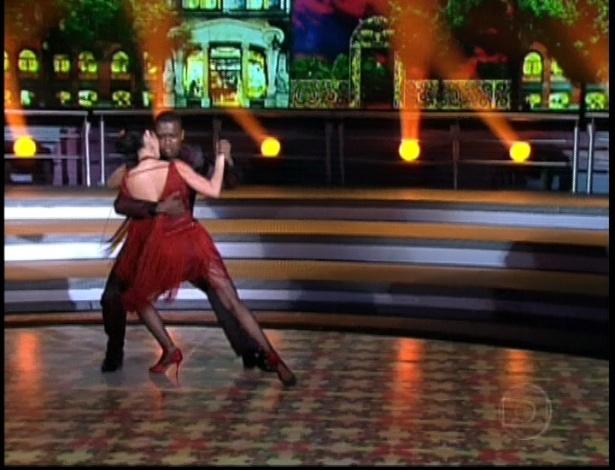 """Claudia Ohana e Patrick Carvalho dançam tango na final da """"Dança dos Famosos"""" (16/9/12)"""