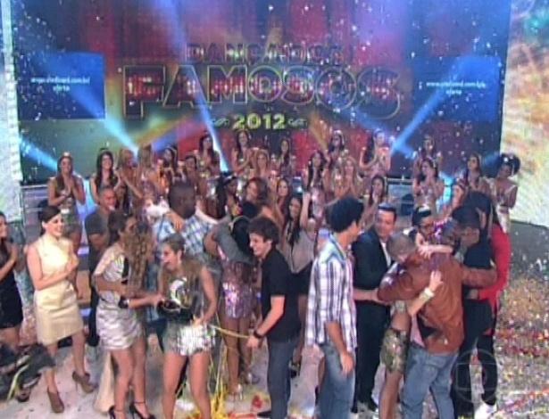 """Rodrigo Simas e Raquel Guarini são os vencedores da """"Dança dos Famosos"""" 2012 no """"Domingão do Faustão"""" (16/9/12)"""