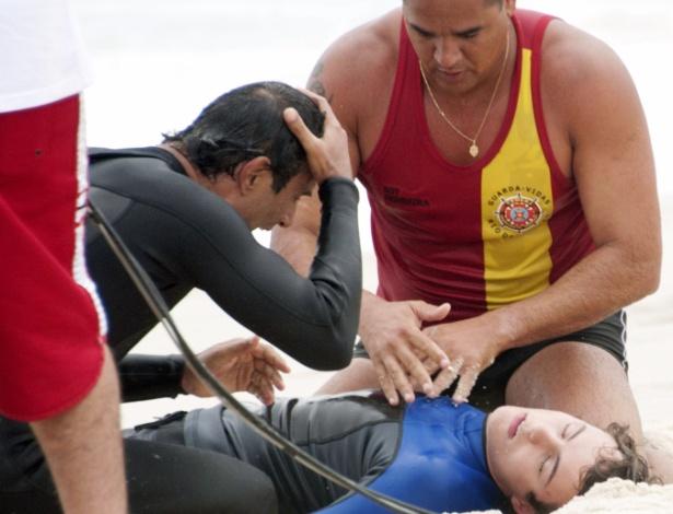 Desde que descobriu o romance de seu pai com Penha (Taís Araújo), Samuel fica revoltado e rejeita os dois (18/9/12)