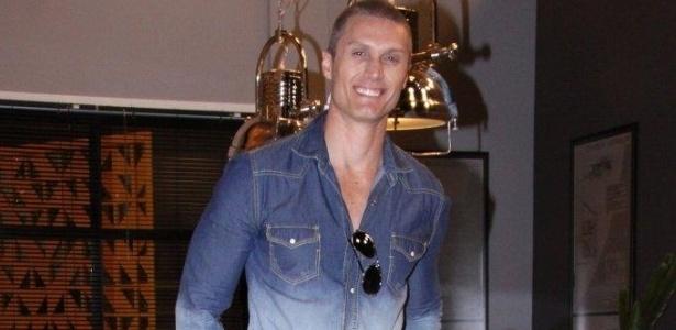 O ator André Segatti, que viverá o vilão Magno, posa para fotos no lançamento da novela