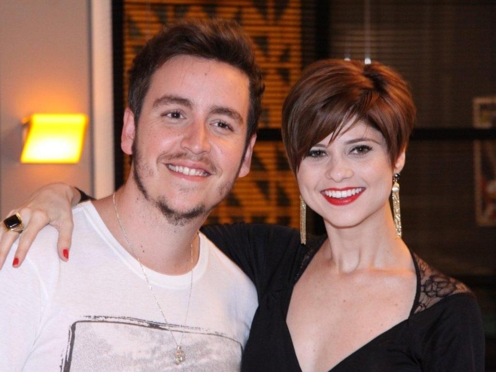 Os atores Wagner Santisteban e Julianne Trevisol no evento de lançamento da novela