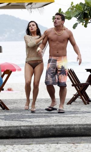 """sis Valverde e Thiago Martins gravam cenas de """"Avenida Brasil"""" na orla da Barra da Tijuca (20/9/12)"""