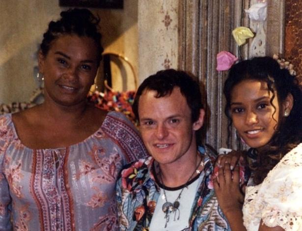 """Em """"Da Cor do Pecado"""", da Rede Globo, a atriz foi Dona Lita. Na foto, ao lado de Helinho (Matheus Nachtergaele) e  Preta (Taís Araújo). Exibida em 2004, a novela de volta ao """"Vale a Pena Ver de Novo"""" a partir de segunda-feira (24)"""
