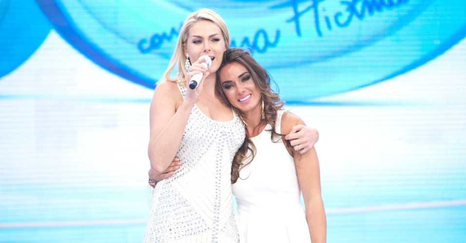 Nicole Bahls participa do 