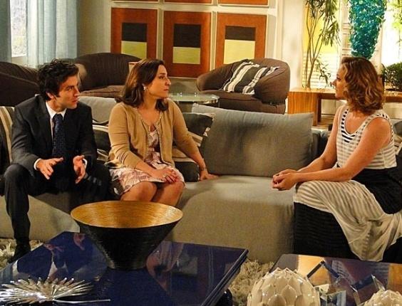 """Em """"Cheias de Charme"""", Ariela não deixa Humberto defender a mãe em processo contra Cida. No ar em 26/9/12"""