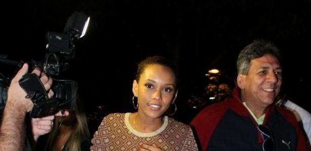 A atriz Taís Araújo se reuniu com o elenco de