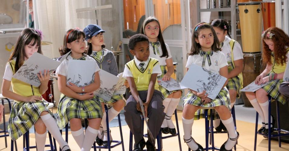 """Em """"Carrossel"""", Crianças ensaiam para a festa anual da Escola Mundial (28/9/12)"""