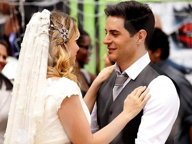 """Em """"Cheias de Charme"""", Rosário e Inácio se casam junto com Elano e Cida (28/9/12)"""