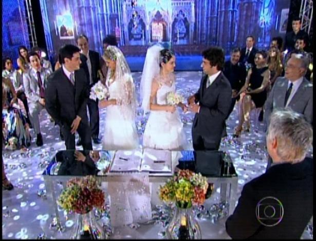 Inácio, Rosário, Cida e Elano se casam em cerimônia conjunta no último capítulo de