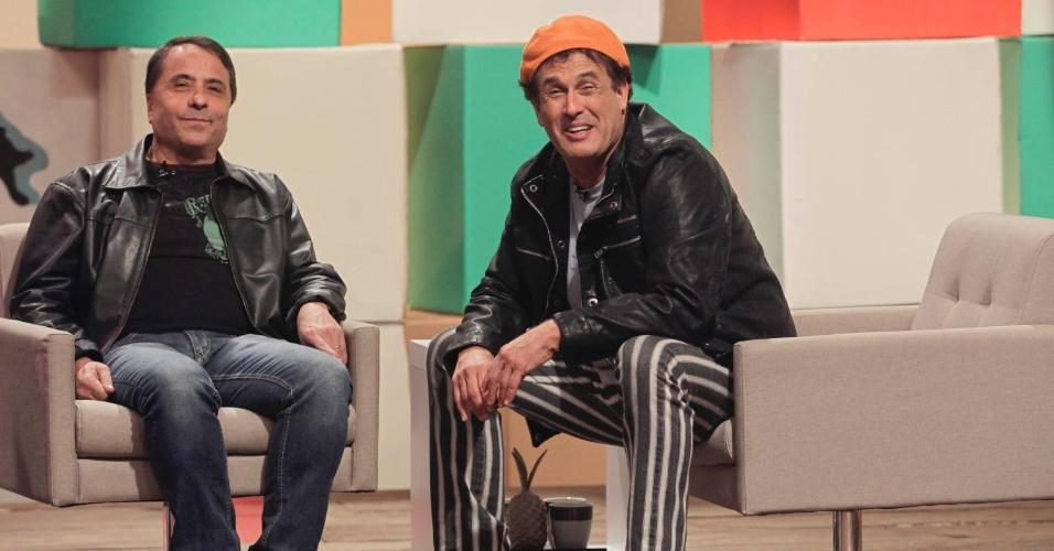 """O apresentador Sérgio Mallandro ao lado do humorista Geraldo Magela (o """"ceguinho"""") durantes as gravações de """"Papo do Mallandro"""""""