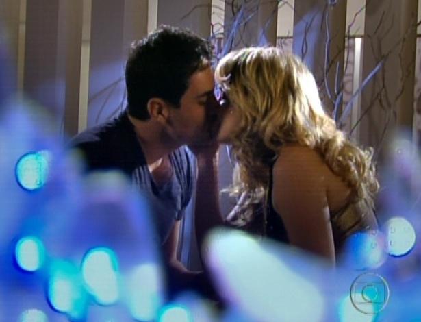 Rosário e Inácio dormem juntos e pensam em casamento (28/9/12)